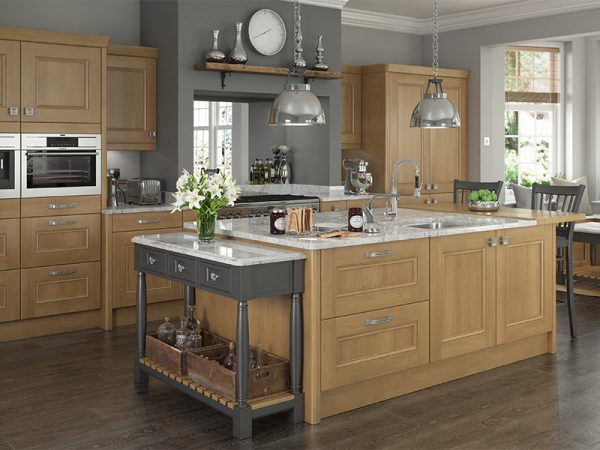 25 Bedale kitchen in oak